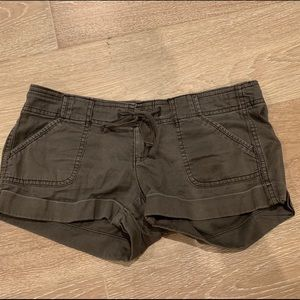 Hollister Brown Twill Roll Shorts 1 Khaki